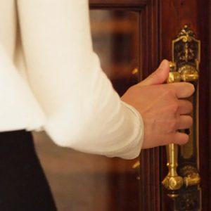 ingresso-guest-house-castello-dove-dormire-a-milano